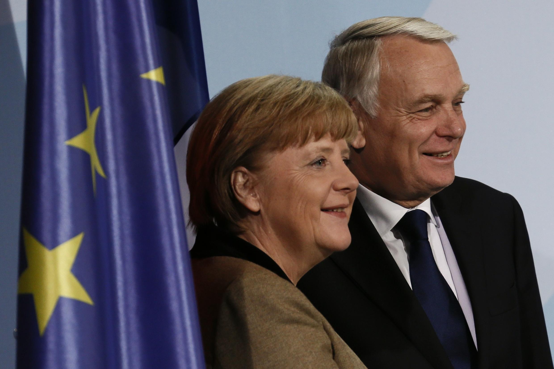 Photo d'archives datée du  le 15/11/2012.  Angela Merkel et de Jean-Marc Ayrault alors Premier ministre de François Hollande.