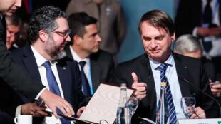 Assinatura, pelos chanceleres dos Estados-parte do Mercosul, de acordo para a eliminação da cobrança de roaming no Mercosul.