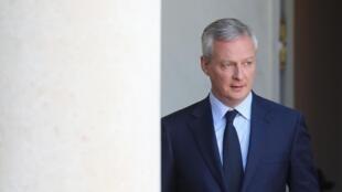 Le ministre français de l'Economie, Bruno Le Maire, sortant de l'Elysée, en avril 2019.