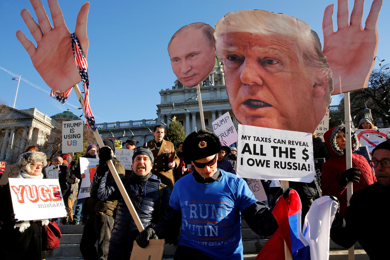 Демонстрация противников Трампа в Пенсильвании 19 декабря 2016