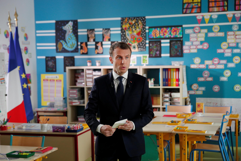 O presidente francês Emmanuel Macron participa de uma entrevista de uma hora com o canal de notícias francês TF1, em uma escola em Berd'huis, na França, em 12 de abril de 2018.