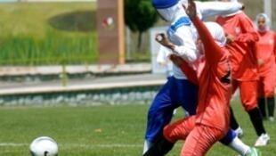A Fifa autorizou o uso do véu pelas jogadoras em competições.