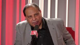 Alaa El Aswany en studio à RFI (septembre 2018).