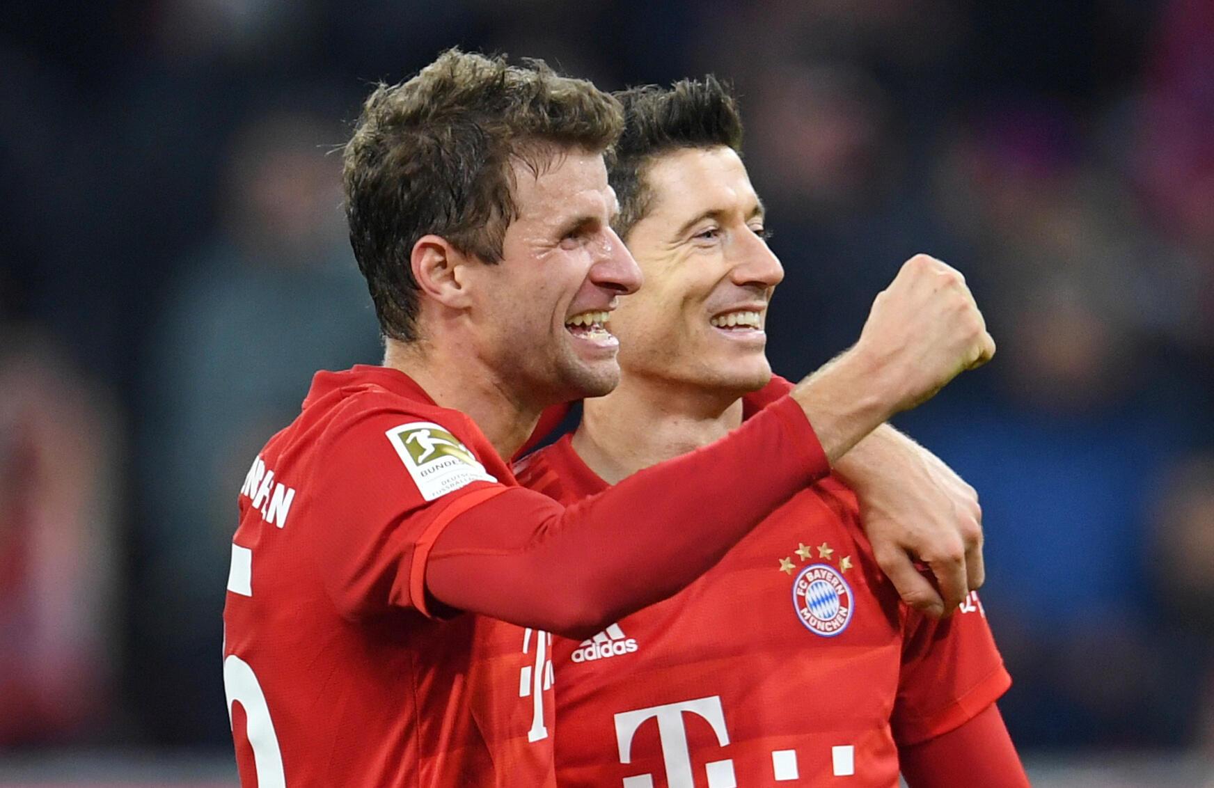 Thomas Müller et Robert Lewandowski (Bayern Munich), lors du match contre Dortmund (4-0), le 9 novembre 2019.