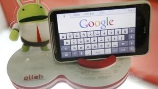 Aparelho móvel equipado pelo sistema operacional  Android, do Google.
