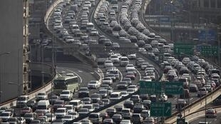 Lưu thông trên một đường cao tốc ở Thượng Hải, ngày 26/03/2012.
