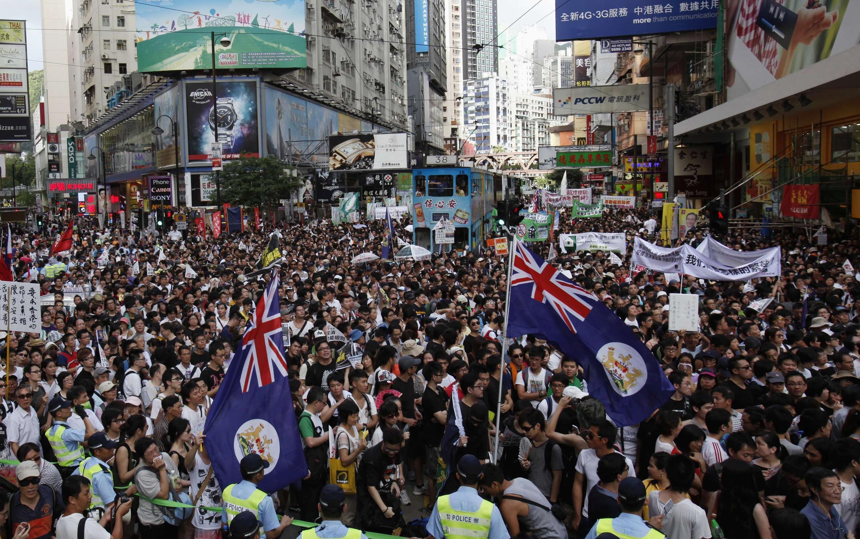 Dân Hồng Kông rầm rộ xuống đường phản đối chính quyền Bắc Kinh ngày 01/07/2012.
