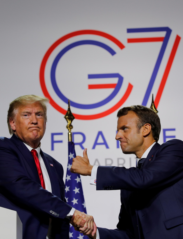 Tổng thống Pháp Emmanuel Macron (P) và đồng nhiệm Mỹ Donald Trump trong cuộc họp báo chung kết thúc G7 Biarritz, ngày 26/08/2019
