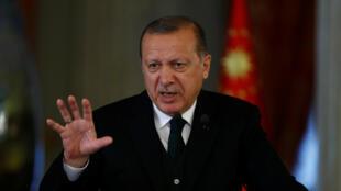 Президент Турции Реджеп Тайип Эрдоган на пресс-конференции в Стамбуле, 20 октября 2017.