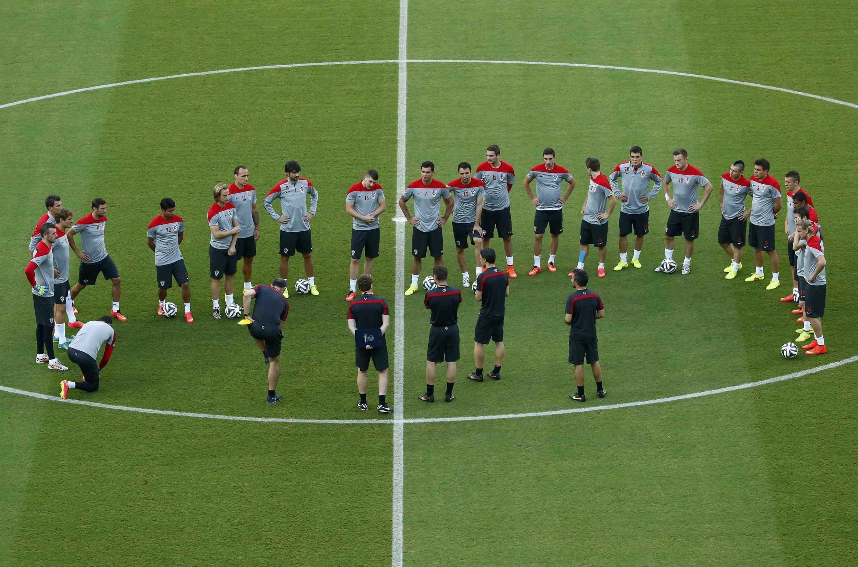 Đội tuyển Croatia trong đợt tập dợt trên sân vận động Arena Pernambuco tại Recife - REUTERS /Ruben Sprich