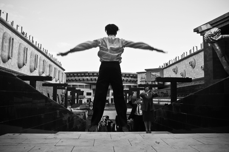 """Кадр из проекта """"Дау"""": Теодор Курентзис в роли Льва Ландау"""