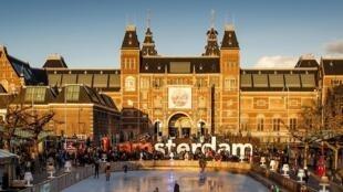 Le Rijksmuseum d'Amsterdam, baigné de lumière, le 21 novembre 2015.