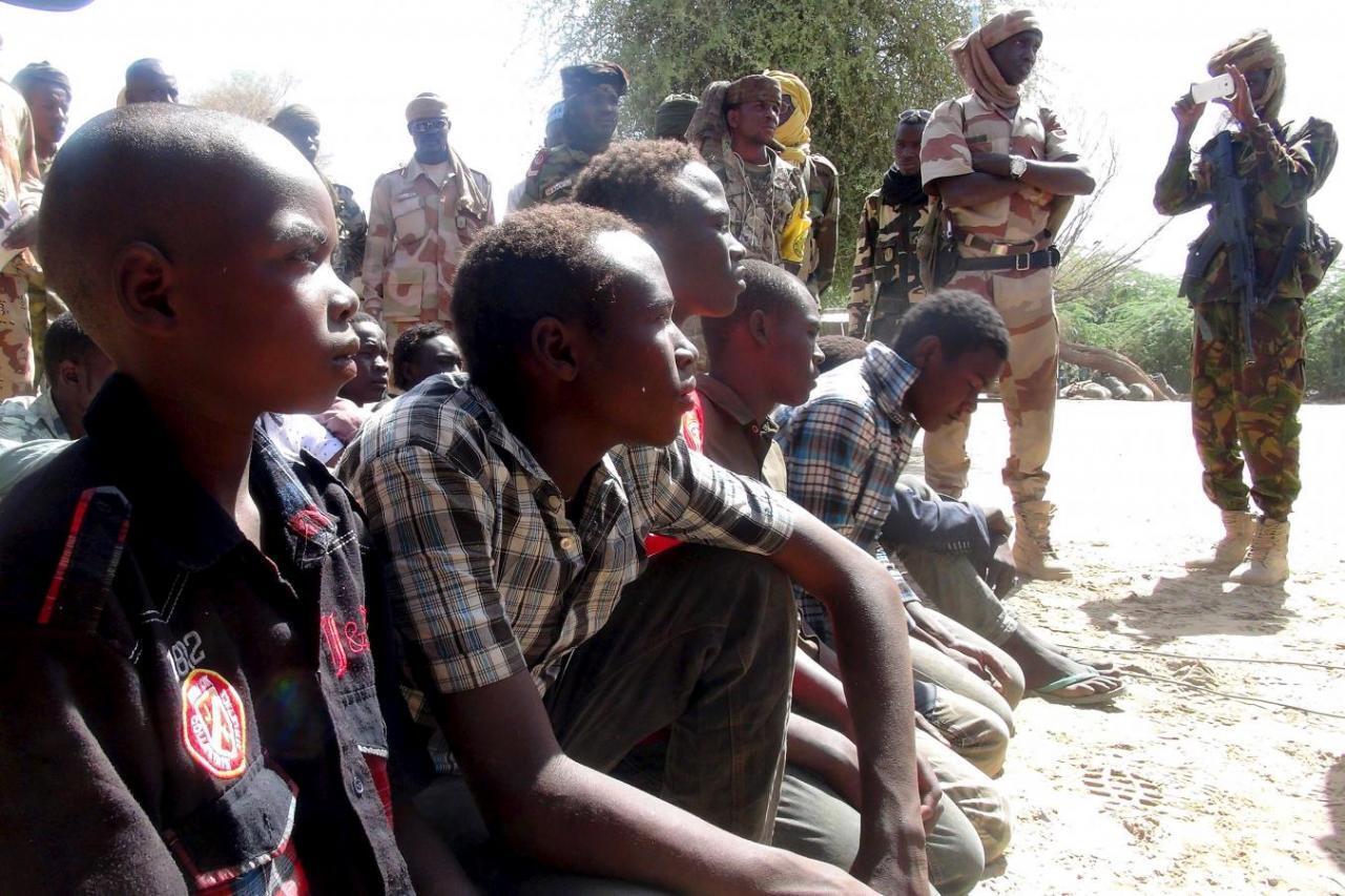 Wasu daga cikin mayakan Boko Haram da dakarun Chadi suke tsare da su