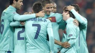 Los jugadores del FC Barcelona junto al argentino Lionel Messi, semifinalistas de la Liga de Campeones.