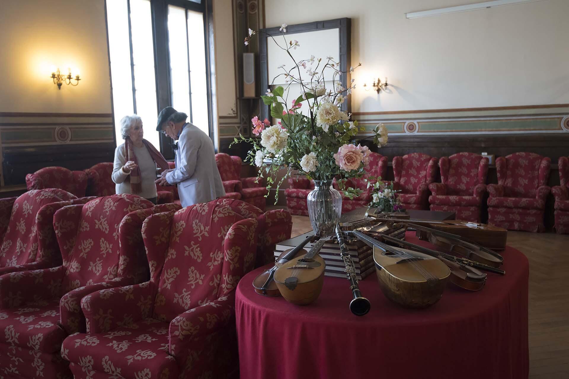 Des résidents de la Casa Verdi, maison de retraite pour musiciens, à Milan.