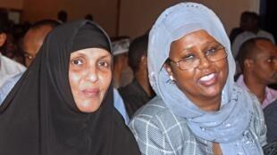 Les deux femmes ministres, Maryan Qasim Ahmad (g) aux Affaires sociales et  Fozia Yusuf Hadji Adan aux Affaires étrangères. Mogadiscio, le 4 novembre 2012.