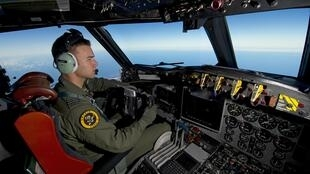 Avião da Air Força Real da Autrália, faz buscas na região onde os objetos foram avistados, a 2,5 mil quilômetros a sudoeste da cidade de Perth, na costa sudoeste da Austrália.