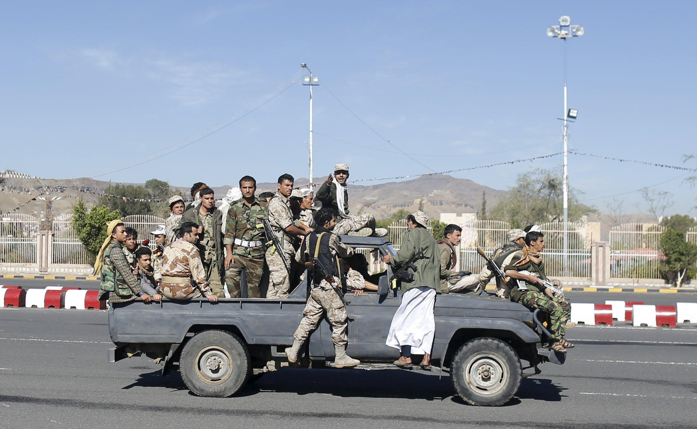 Sojojin kasar Yemen suna sunturi