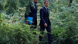 Le président français Emmanuel Macron et le Premier ministre Edouard Philippe arrivent pour assister à l'Elysée, à une réunion avec des membres de la Convention des citoyens sur le climat portant sur leurs propositions environnementales. Paris le 29/06/20