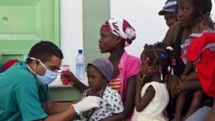 Гаити - Госпиталь Л'Эстер. Прием заболевших холерой детей