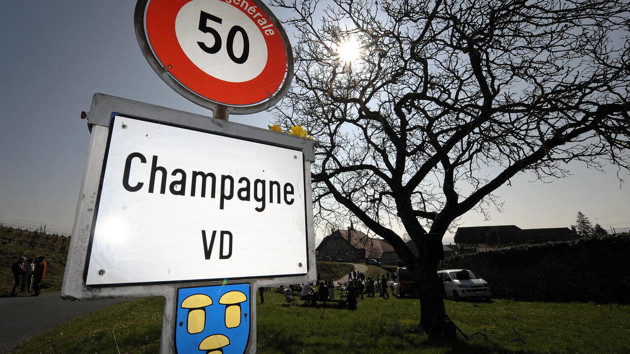rfi.fr - - Swiss village Champagne loses another fight to get name on wine