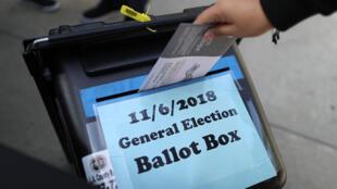 Bầu cử giữa kỳ sớm tại Norwalk, tiểu bang California, Hoa Kỳ, ngày 24/10/2018.