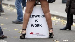 Manifestation de prostituées. Le plus haut tribunal canadien s'inquiète des risques que courent les péripatéticiennes lorsqu'elles racolent dans la rue.