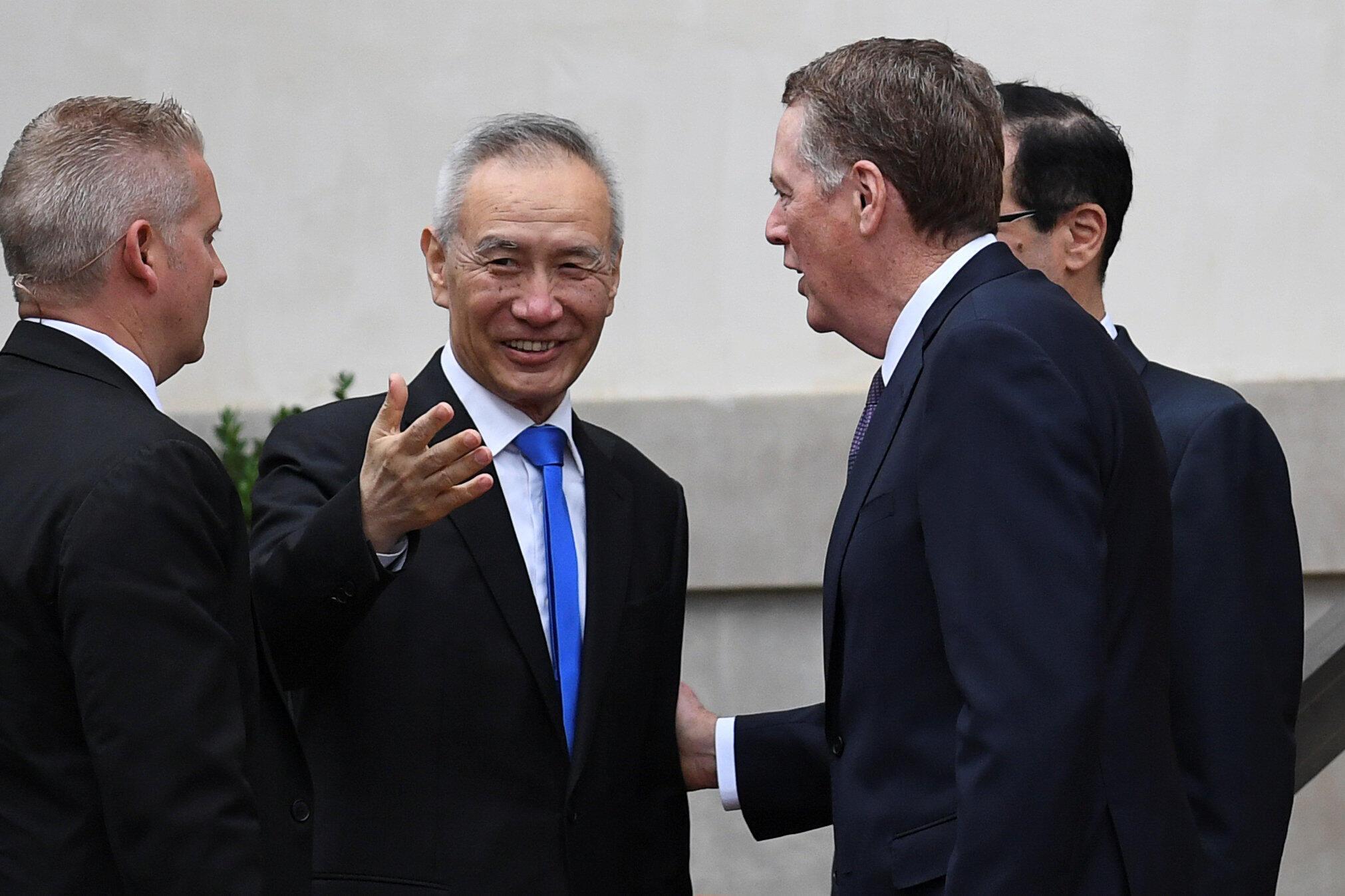 Le vice-Premier ministre Liu He sur le perron des bureaux de l'USTR, non loin de la Maison Blanche, le 10 mai 2019.