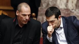 Le gouvernement d'Alexis Tsipras (d) doit maintenant mettre en oeuvre ses réformes s'il veut le dernier versement de l'aide.