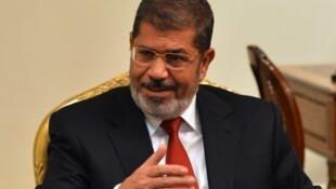Mohamed Mursi vai receber os dois representantes palestinos pela primeira vez desde sua eleição.