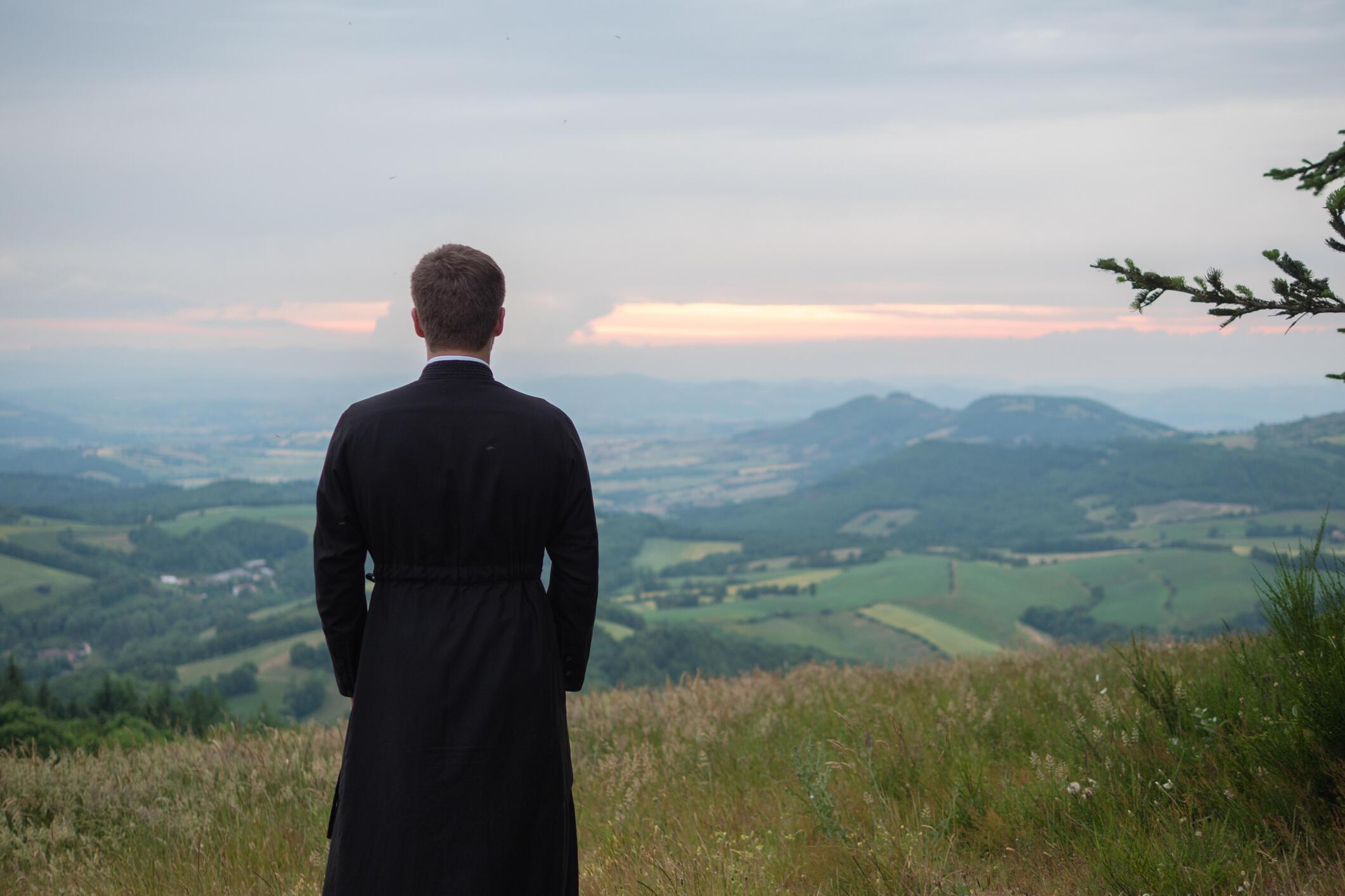 Un prêtre catholique (illustration).