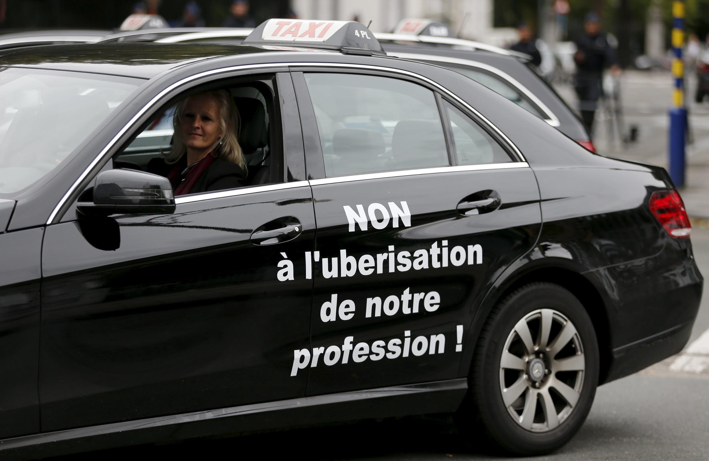 Manifestation des chauffeurs de taxi dans les rues de Bruxelles, le 16 septembre 2015.