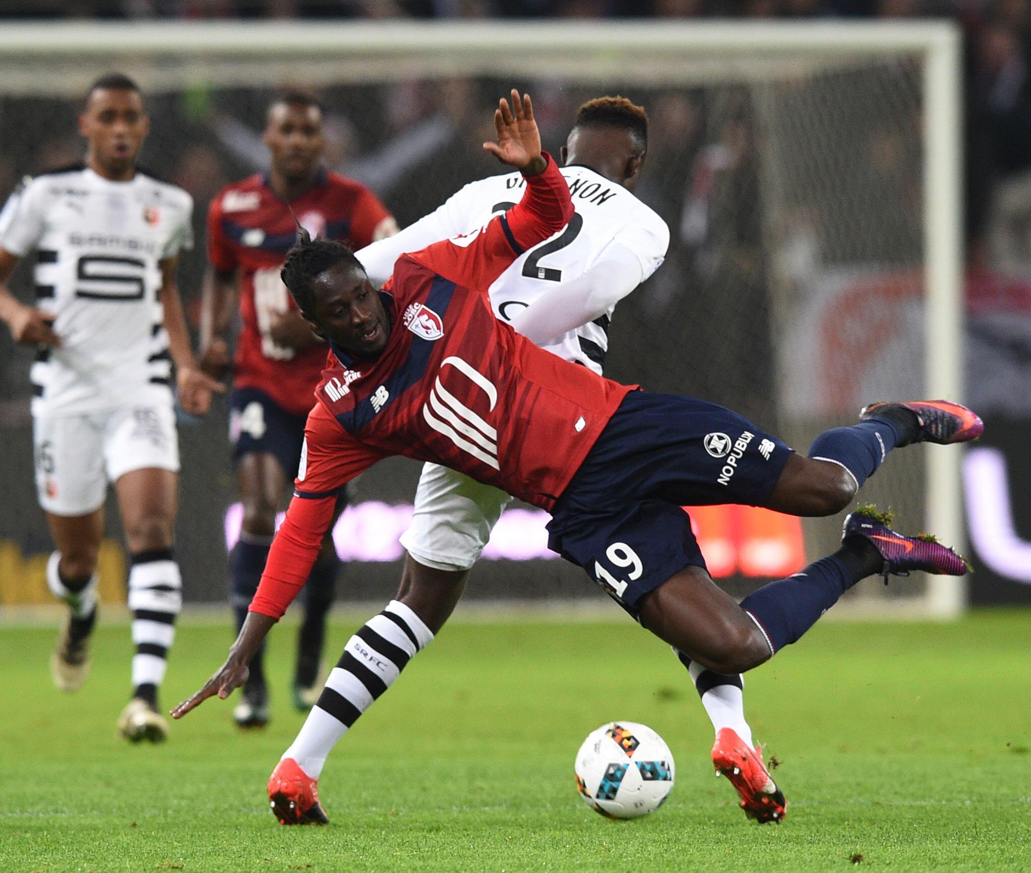 Jogador Eder, em primeiro plano, no jogo Lille-Rennes. 21 de Dezembro de 2016.