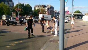 Người bị thương được cho là quân nhân Mỹ đã tham gia khống chế hung thủ trên tàu Thalys Amsterdam-Paris hôm 21/08/2015.