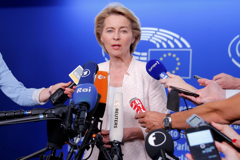 Ursula von der Leyen, ministra da Defesa alemã, espera aval dos eurodeputados para presidir à Comissão Europeia