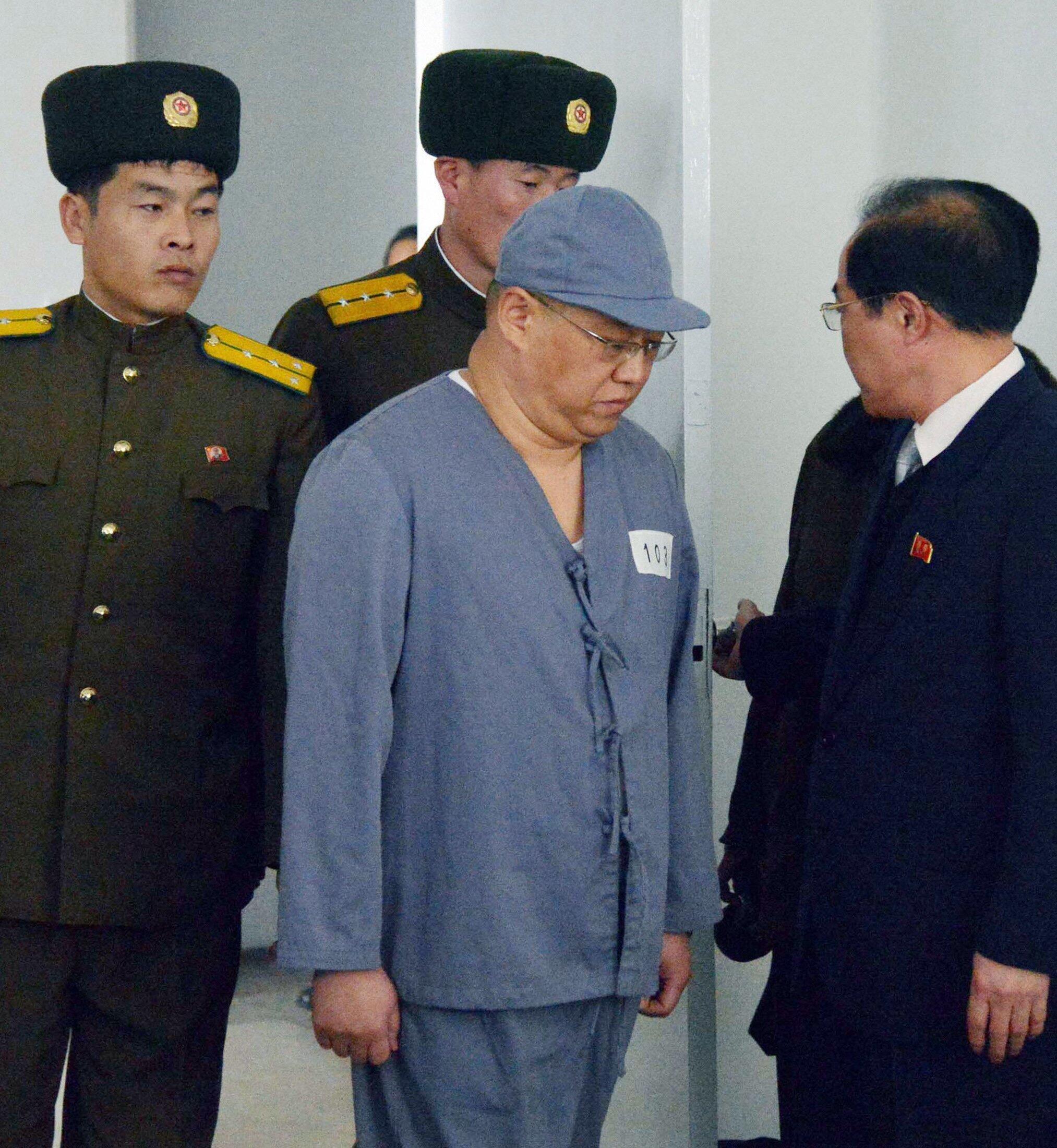 Tù nhân Kenneth Bae hy vọng chính phủ Mỹ gửi đặc sứ đến Bắc Triều Tiên để ông sớm đoàn tụ với gia đình - REUTERS