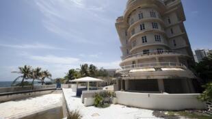 """Hotel """"Normandie"""", em San Juan, fechado desde 2008. Porto Rico em recessão económica há nove anos."""