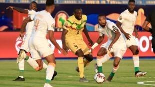 Le Malien Moussa Marega au milieu des Ivoiriens, le 8 juillet 2019.