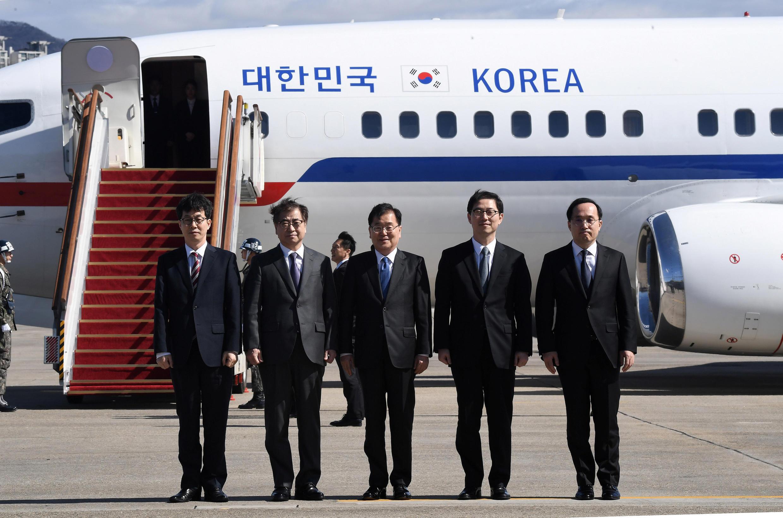 Южнокорейская делегация высокопоставленных чиновников в аэропорту Сунан, 5 марта 2018.