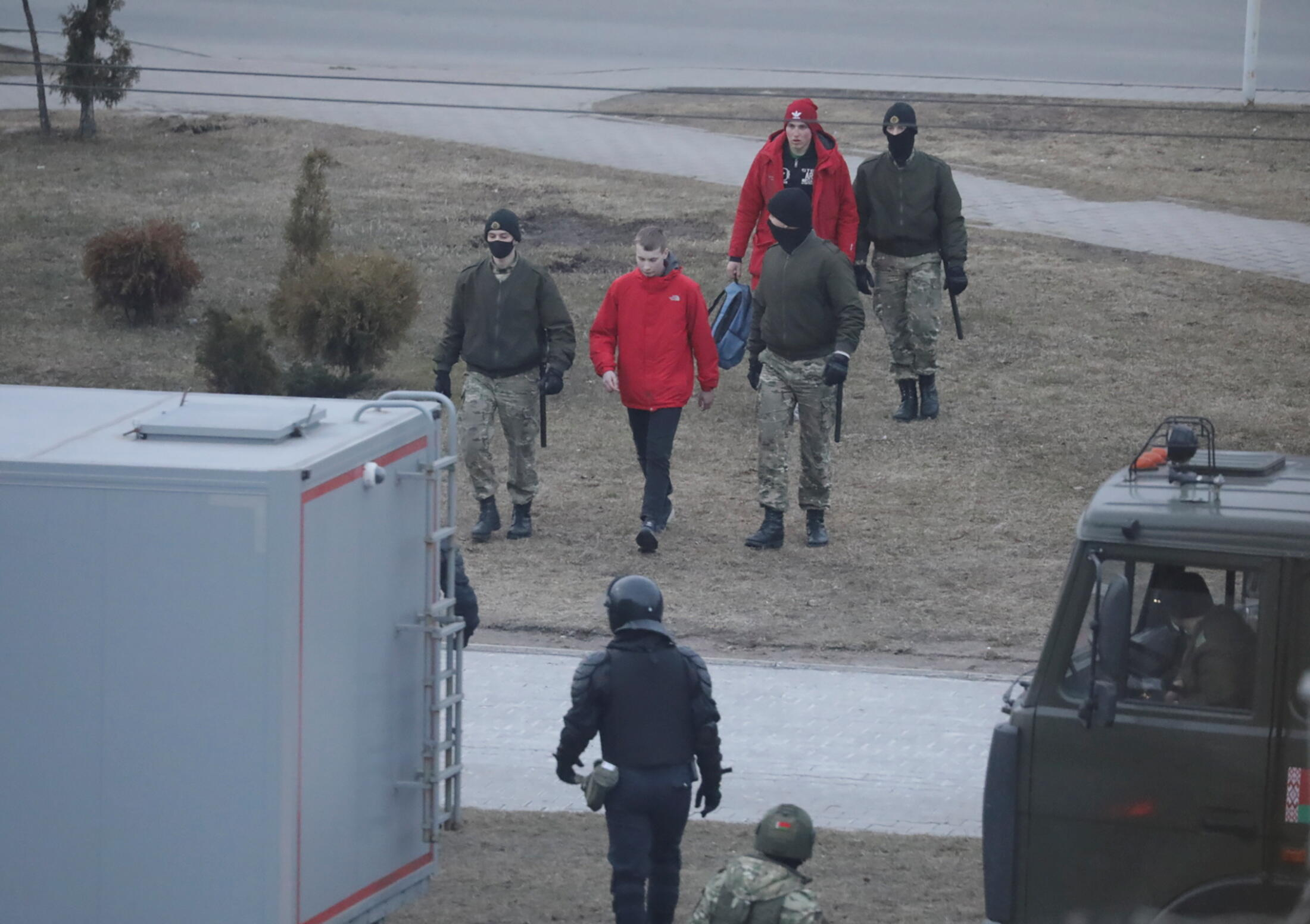 Во второй половине дня 25 марта людей задерживали точечно