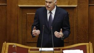 Waziri mkuu wa Ugiriki George Papandreou akihutubia bunge la nchi hiyo