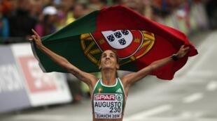 Jéssica Augusto conquistou a medalha de bronze na maratona.