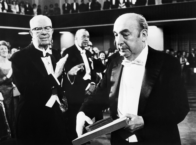 پابلو نرودا پس از دریافت جایزه نوبل ادبیات در سال 1971