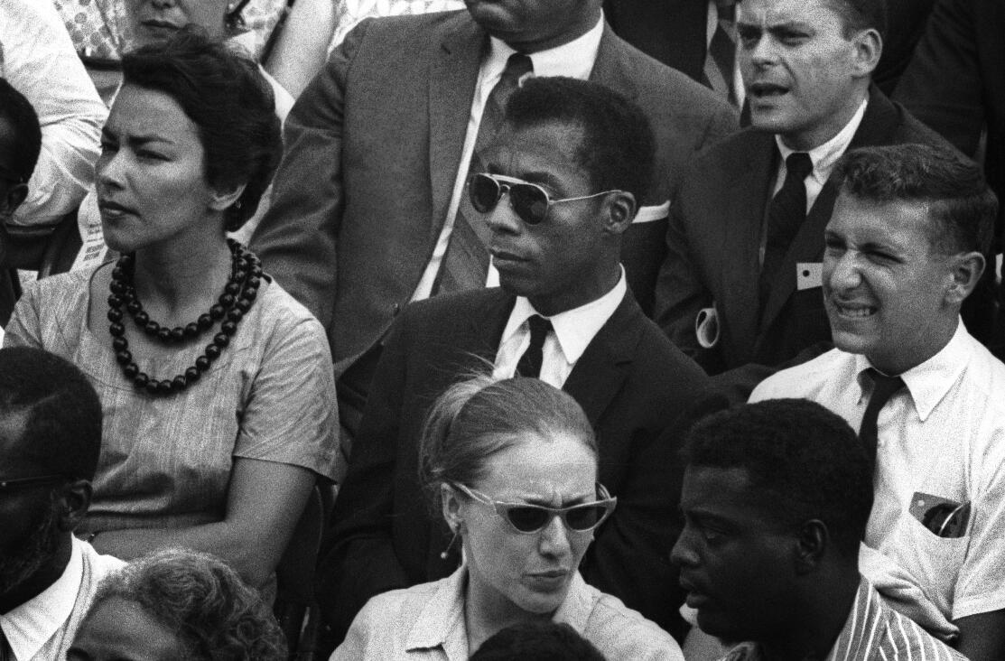 James Baldwin (au centre).