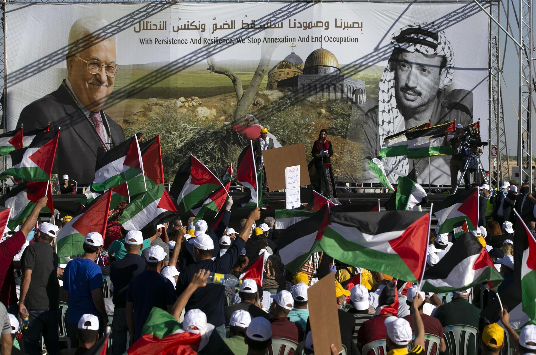 Des milliers de personnes rassemblées par l'Autorité palestinienne contre les projets israéliens d'annexion d'une partie de la Cisjordanie, à Jéricho le 22 juin 2020.
