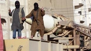 Combatientes del grupo Estado Islámico en la región de Raqqa, en Siria, el 14 de junio de 2014.