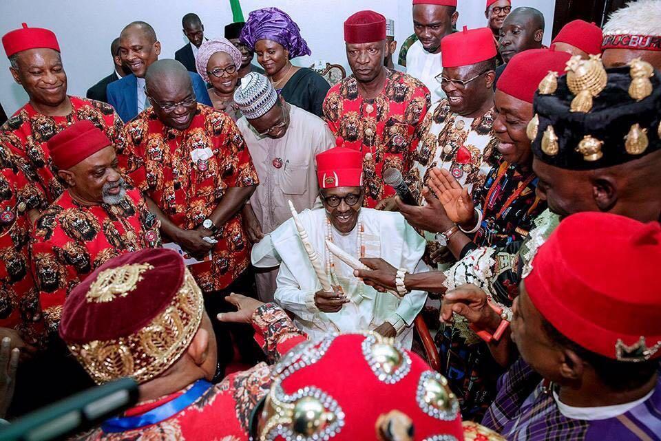 Shugaban Najeriya Muhammadu Buhari  sanya da kayan kabilar Igbo