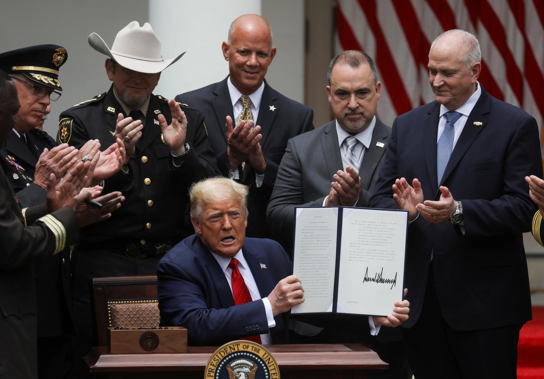 Le président américain Trump signe un décret sur la réforme de la police à la Maison Blanche à Washington, le 16 juin 2020.
