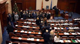 Quốc Hội Macedonia quyết định đổi tên nước thành Cộng Hòa Macedonia Phương Bắc.