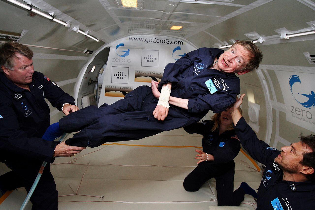 Stephen Hawking trên máy bay không trọng lực